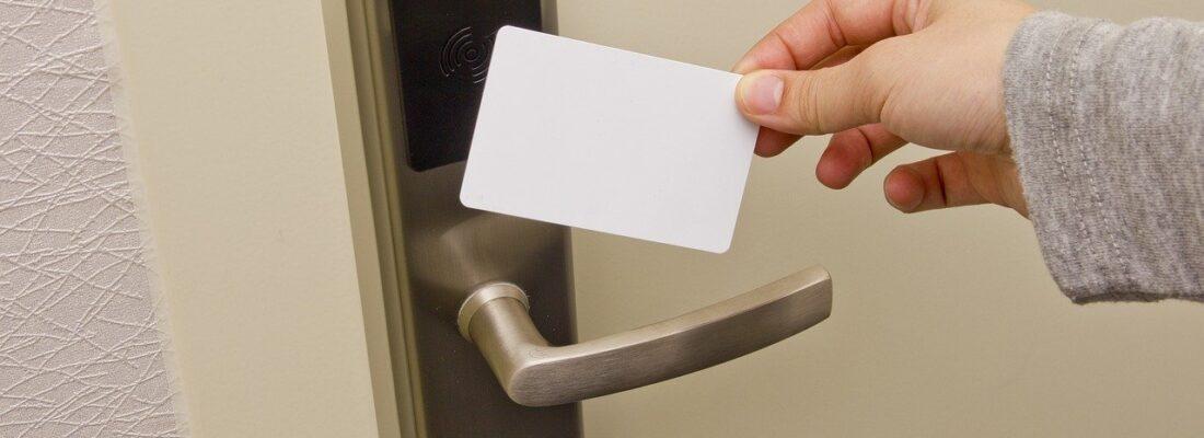 Access Card Doorknob Electronic Door  - Lee_Jie_Jie / Pixabay